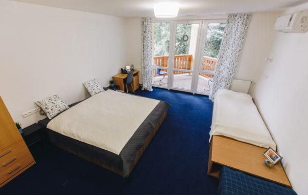 Trojlôžková izba s balkónom a prístelkami
